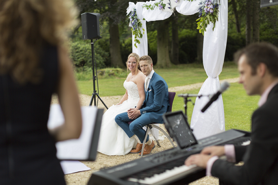 MusicaRosa aanwezig bij een bruiloft om de live muziek tijdens de trouwceremonie te verzorgen.